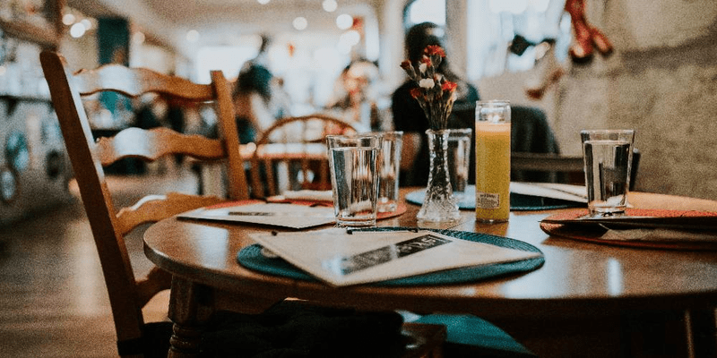 how-social-media-impacts-restaurants-and-their-visitors
