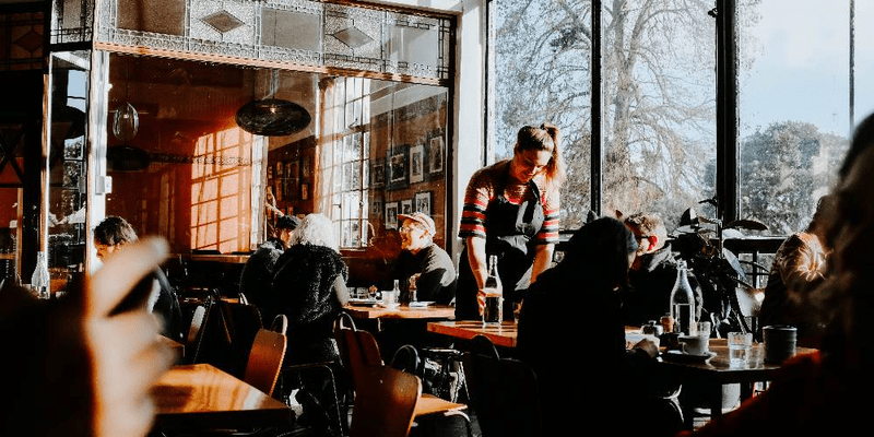 the-pros-and-cons-of-purchasing-an-existing-restaurant